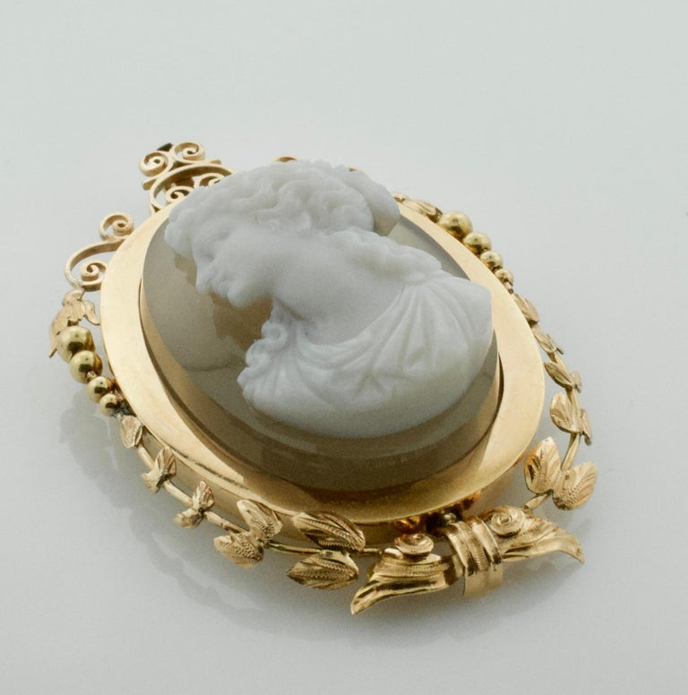 Stone Cameo Brooch Pendant, circa 1900 In Excellent Condition For Sale In Wailea, HI