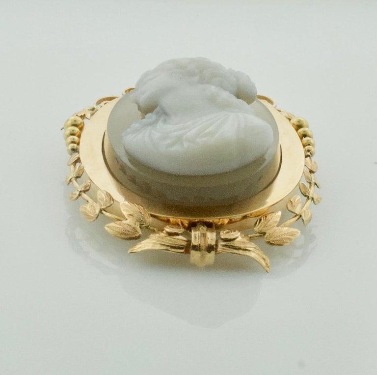 Stone Cameo Brooch Pendant, circa 1900 For Sale 3