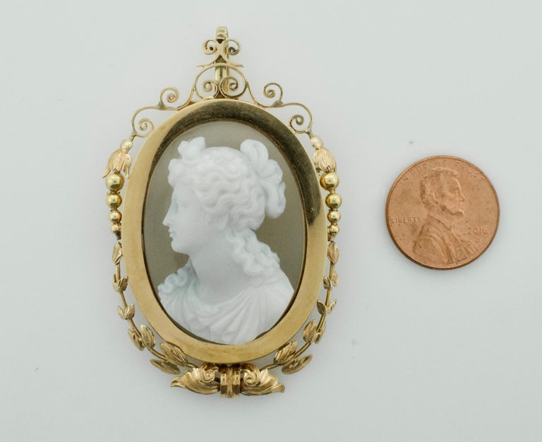 Stone Cameo Brooch Pendant, circa 1900 For Sale 4
