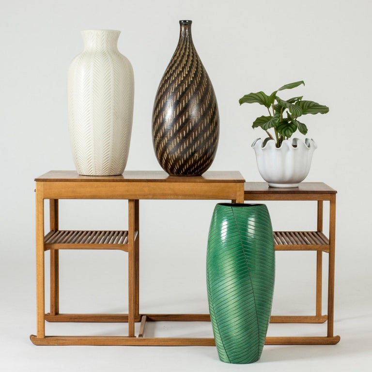 Decorative stoneware floor vase from Vallåkra, in a rustic design with smooth lines. Brown glaze with a graphic pattern.