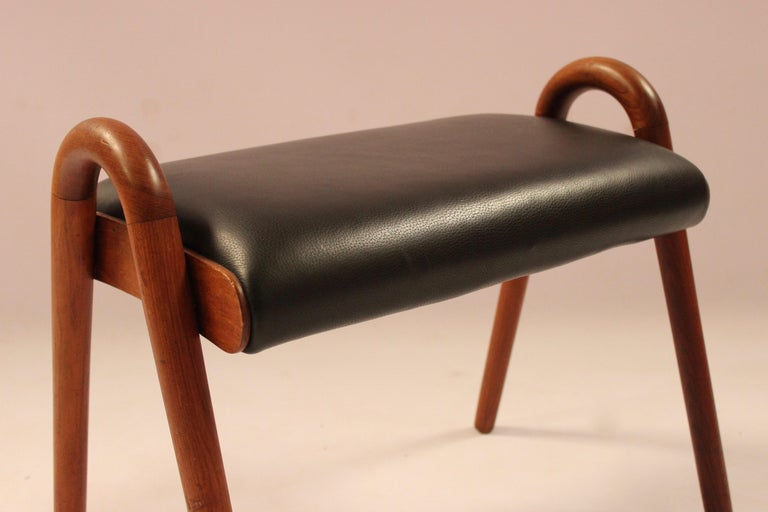 Stool in Teak and Black Classic Leather Designed by Vilhelm Lauritzen, 1960s For Sale 1