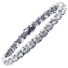 Straight Line Bracelet with Round Brilliant Diamonds