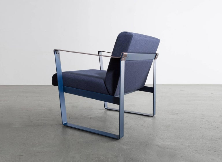 The Strap lounge chair is a refining composition in materials with three distinct tactile qualities. 