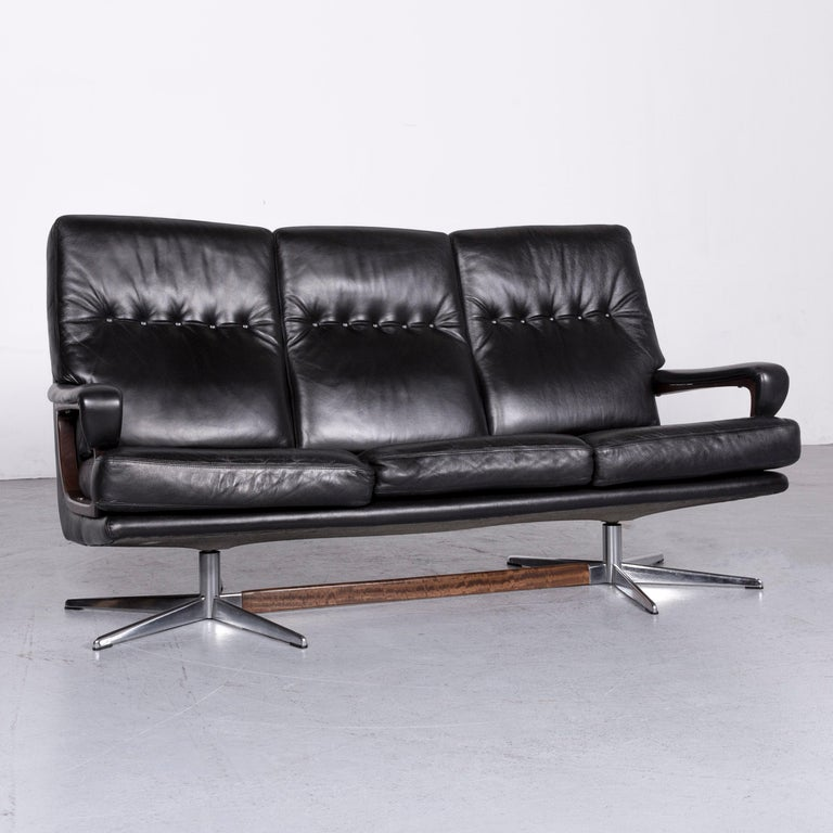 We bring to you a Strässle King designer leather sofa black three-seat couch.