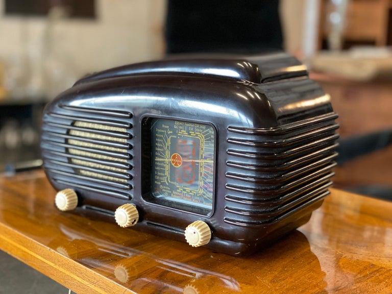 Streamlined Bakelite Tesla Talisman Radio, 1950s  For Sale 4