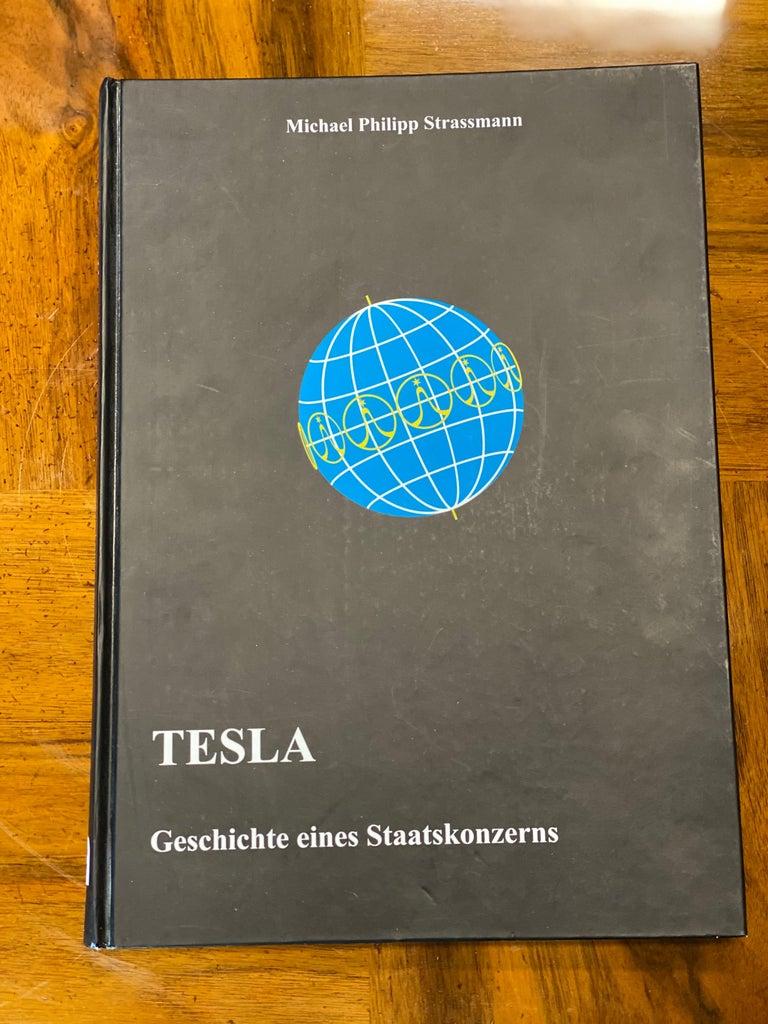 Streamlined Bakelite Tesla Talisman Radio, 1950s  For Sale 8