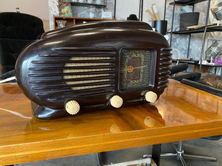 Mid-Century Modern Streamlined Bakelite Tesla Talisman Radio, 1950s  For Sale