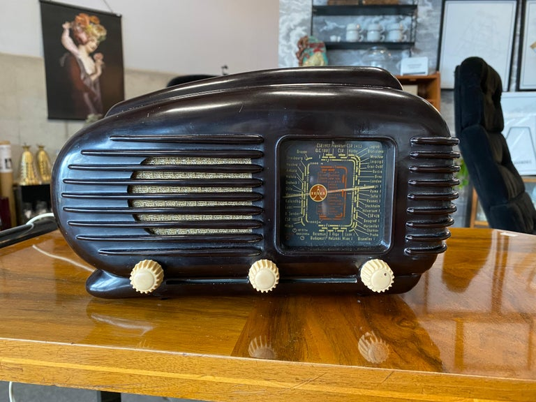 Czech Streamlined Bakelite Tesla Talisman Radio, 1950s  For Sale