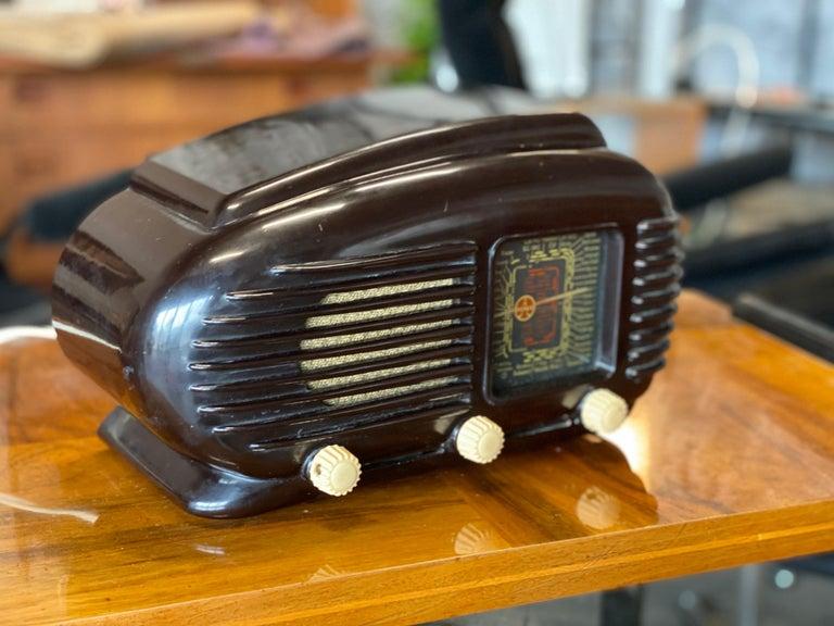 Streamlined Bakelite Tesla Talisman Radio, 1950s  In Good Condition For Sale In Hamburg, DE
