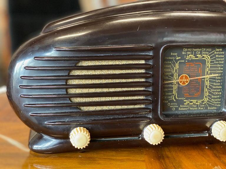 Plastic Streamlined Bakelite Tesla Talisman Radio, 1950s  For Sale