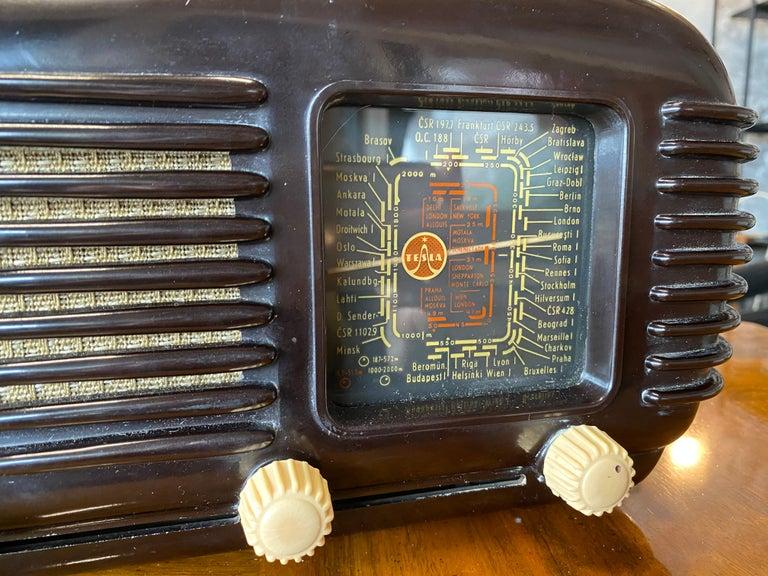 Streamlined Bakelite Tesla Talisman Radio, 1950s  For Sale 1