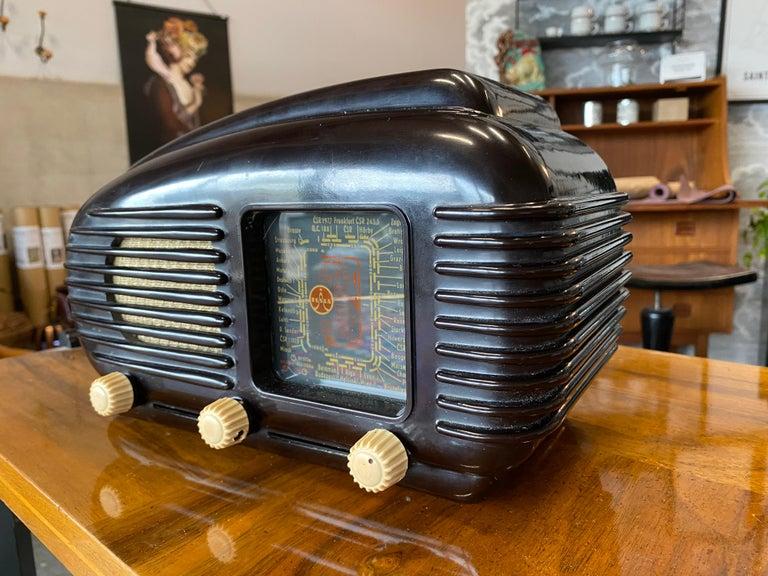 Streamlined Bakelite Tesla Talisman Radio, 1950s  For Sale 2