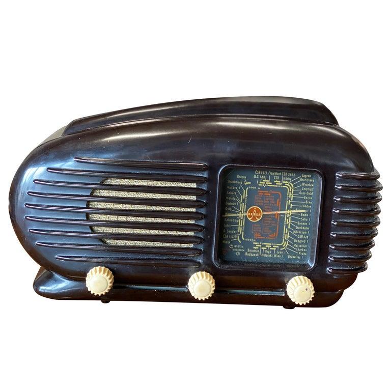 Streamlined Bakelite Tesla Talisman Radio, 1950s  For Sale