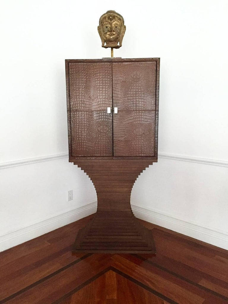 Striking British Moderne Leather Dry Bar In Good Condition For Sale In North Miami, FL