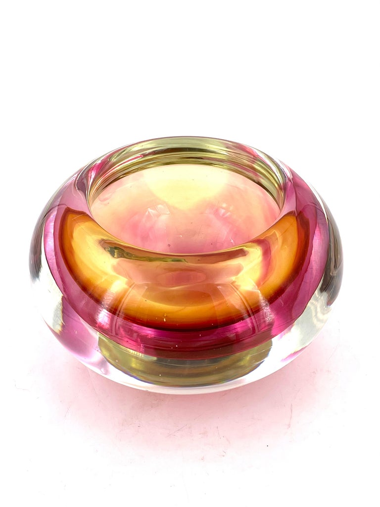 Amazing unique heavy walls of glass Murano Somersso bowl, excellent condition no chips or cracks beautiful colors yellow pink clear, nice and heavy, circa 1970s.