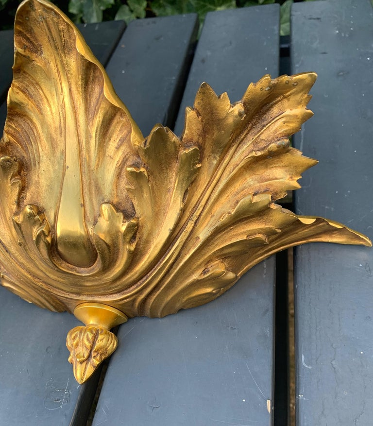 Striking Midcentury Made Pair of Hollywood Regency Acanthus Leafs Wall Sconces For Sale 5