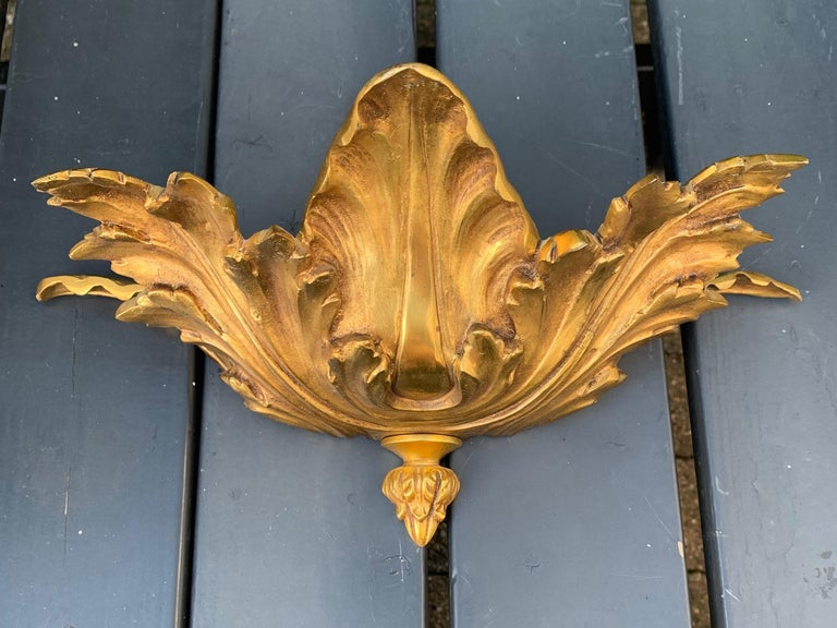 Striking Midcentury Made Pair of Hollywood Regency Acanthus Leafs Wall Sconces For Sale 8