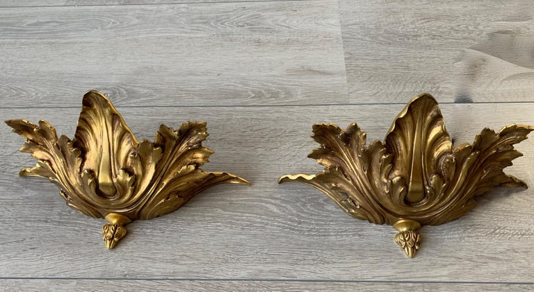 Striking Midcentury Made Pair of Hollywood Regency Acanthus Leafs Wall Sconces In Good Condition For Sale In Lisse, NL