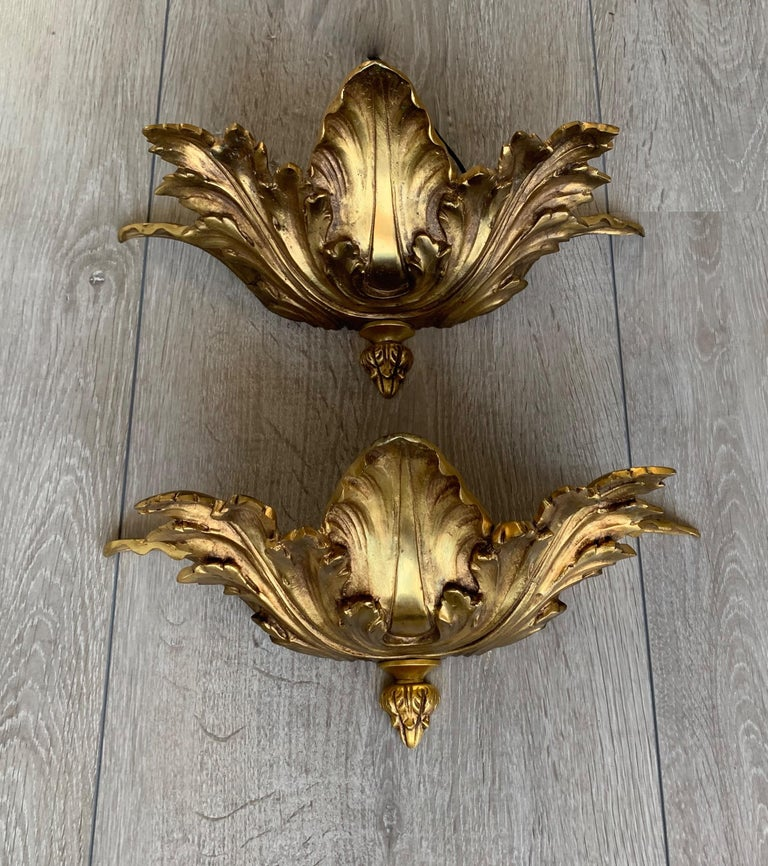 Striking Midcentury Made Pair of Hollywood Regency Acanthus Leafs Wall Sconces For Sale 9