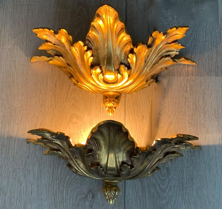 Bronze Striking Midcentury Made Pair of Hollywood Regency Acanthus Leafs Wall Sconces For Sale