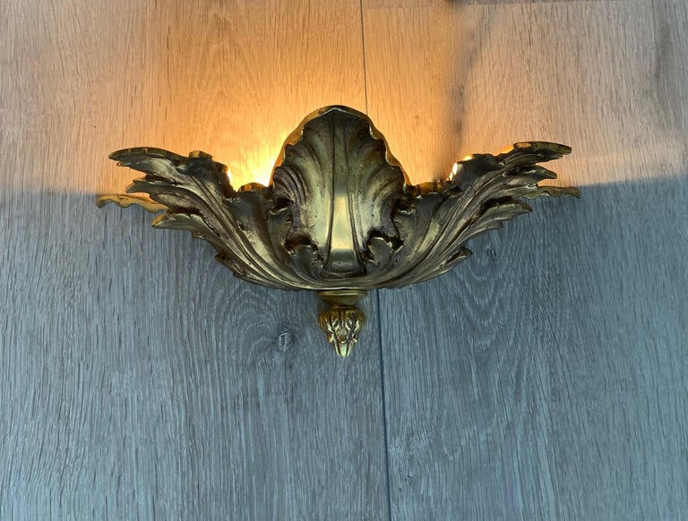 Striking Midcentury Made Pair of Hollywood Regency Acanthus Leafs Wall Sconces For Sale 2