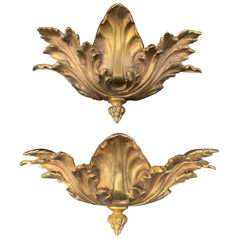 Striking Midcentury Made Pair of Hollywood Regency Acanthus Leafs Wall Sconces For Sale