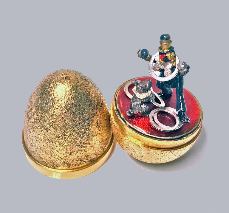 Stuart Devlin silver gilt surprise egg, London 1980, opening to reveal a clown and performing dog. Original box and papers. Height: 7.5cm high, No 19 of limited edition of 100. Item Weight: 131 grams.