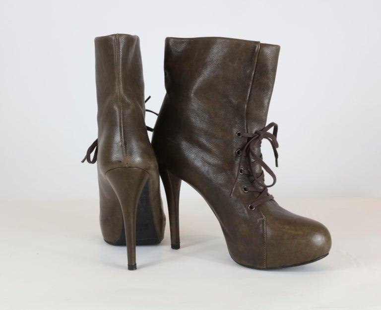 Stuart Weitzman Heel Boots In Good Condition For Sale In Bridgehampton, NY