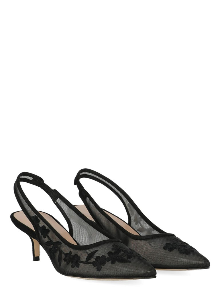 Product Description: Pumps, synthetic fibers, solid color, pointed toe, branded insole, tapered heel, low and flat heel  Includes: - Dust bag - Box - Product care  Product Condition: Very Good Sole: visible signs of use. Upper: negligible