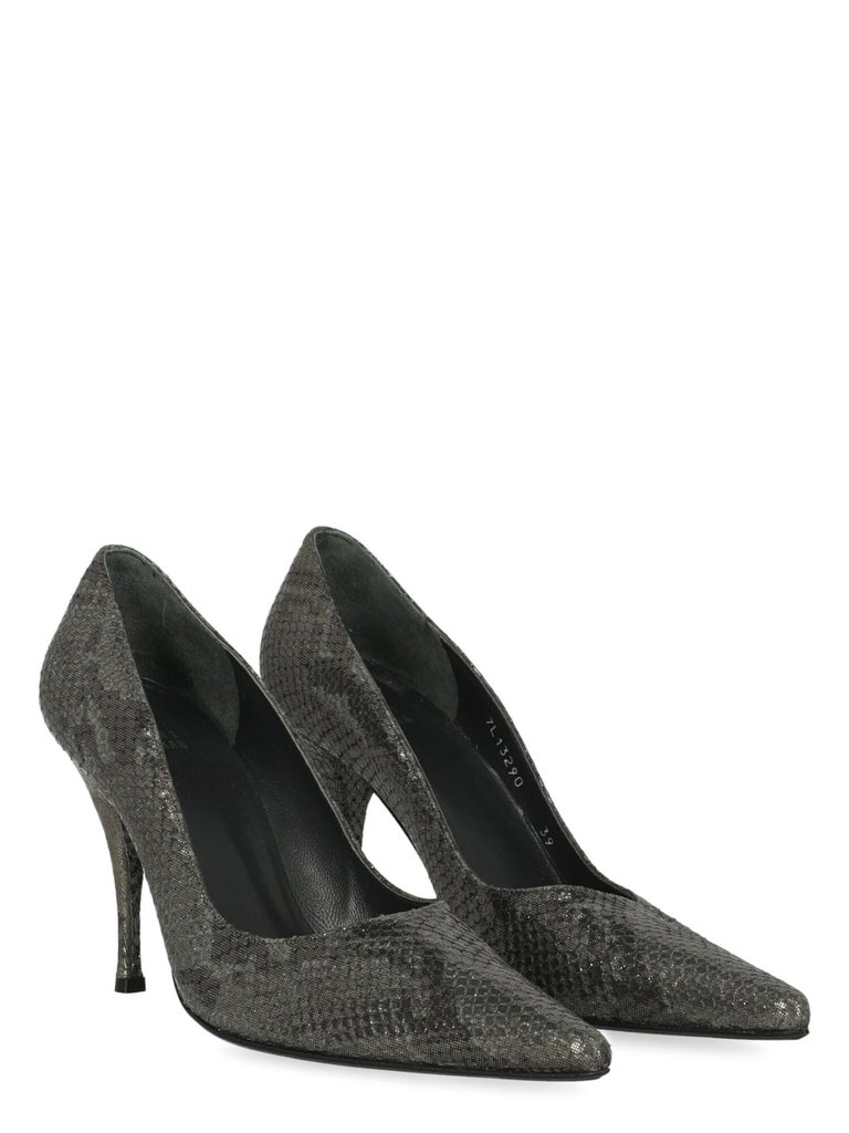 Product Description: Pumps, leather, snake print, pointed toe, branded insole, tapered heel, high heel  Includes: N/A  Product Condition: Very Good Sole: negligible signs of use. Insole: negligible generic residues, visible