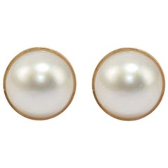 Stud Earrings in 18 Karat Gold and Mabe Pearls