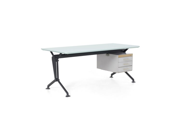 Writing desk, Studio BBPR, formed by the initials of four Italian architects-designers. Gian Luigi Banfi, Ludovico Belgioso, Enrico Peressuti and Ernesto Nathan Rogers. Period of manufacturing 1963, Olivetti. The desk has a new leather wrapped top,