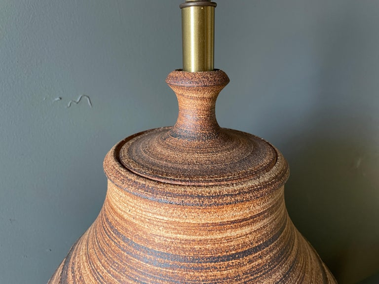 Unglazed Studio Crafted Ceramic Lamp by Bob Kenzie for Affiliated Craftsmen, circa 1960s For Sale