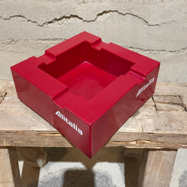 Studio Joe Colombo for Alitalia Airlines Red Ashtray Milano, Italy, 1970s In Good Condition For Sale In National City, CA