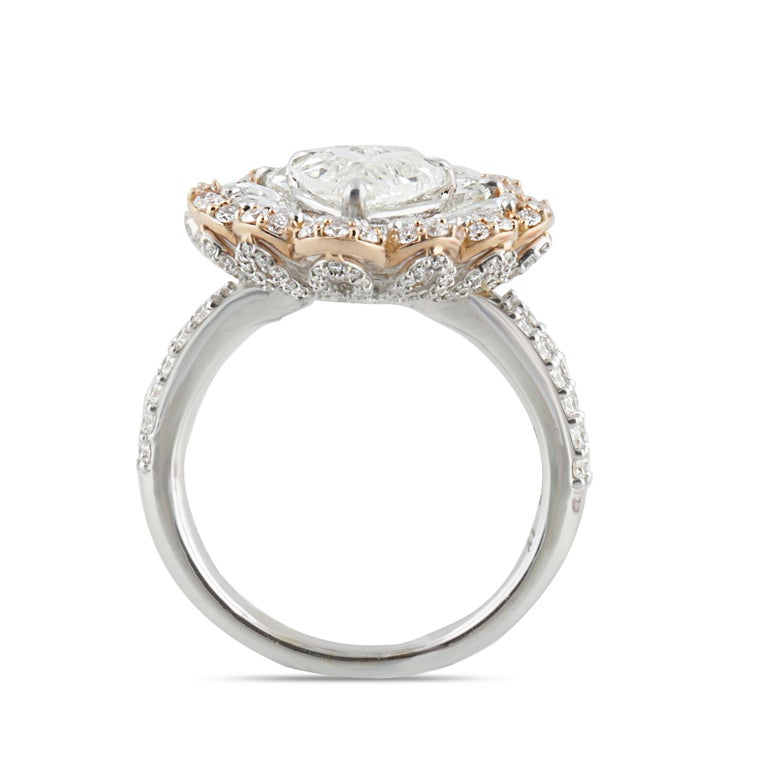 Contemporary Studio Rêves 0.90 Carat Heart Rose Cut Floral Ring in 18 Karat Gold For Sale