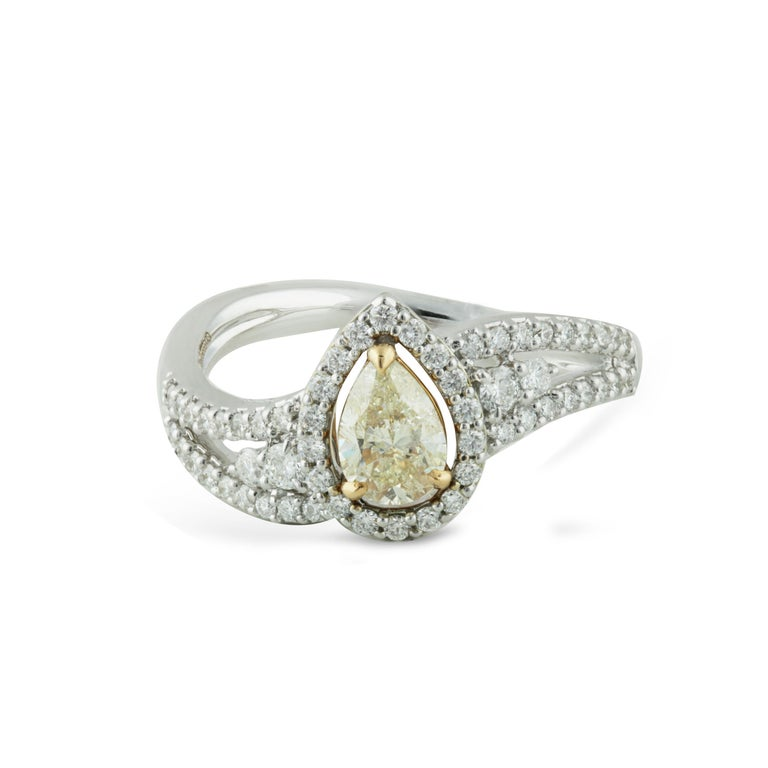 Contemporary Studio Rêves 0.53 Carat Yellow Pear Engagement Ring in 18 Karat Gold For Sale