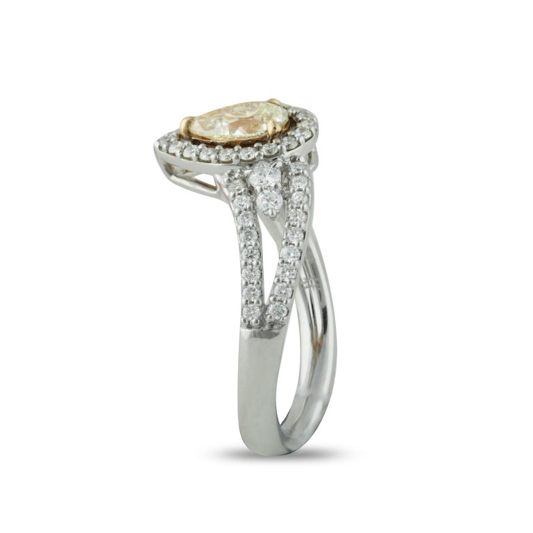Studio Rêves 0.53 Carat Yellow Pear Engagement Ring in 18 Karat Gold In New Condition For Sale In Mumbai, Maharashtra