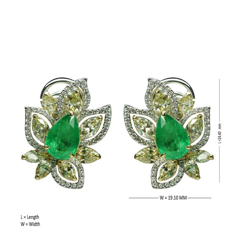 Studio Rêves Diamonds and Emeralds Clip-On Earrings in 18 Karat Gold In New Condition For Sale In Mumbai, Maharashtra