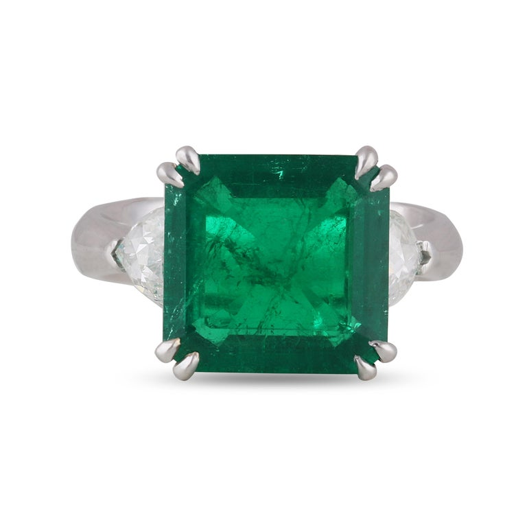 Studio Rêves 5.51 Carat Emerald and Trillion Rose Cut Diamond Ring in 18K Gold For Sale 1