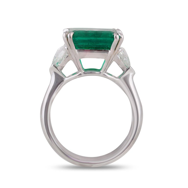 Studio Rêves 5.51 Carat Emerald and Trillion Rose Cut Diamond Ring in 18K Gold For Sale 2