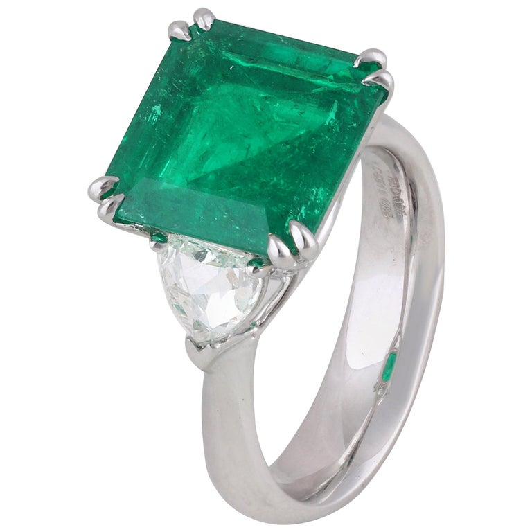 Studio Rêves 5.51 Carat Emerald and Trillion Rose Cut Diamond Ring in 18K Gold For Sale