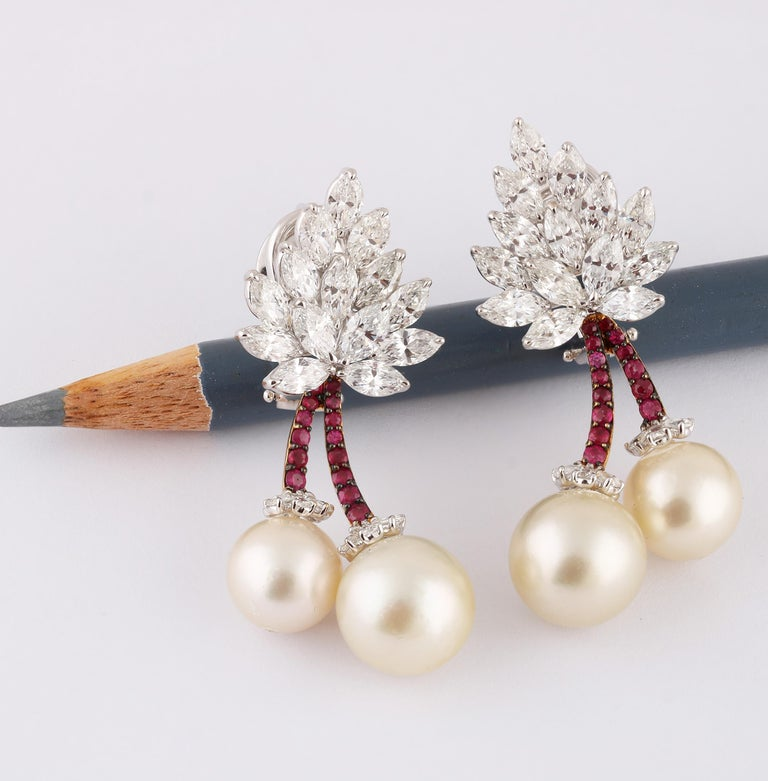 Studio Rêves Cherry Blossom Diamond Stud Earrings in 18 Karat Gold In New Condition For Sale In Mumbai, Maharashtra