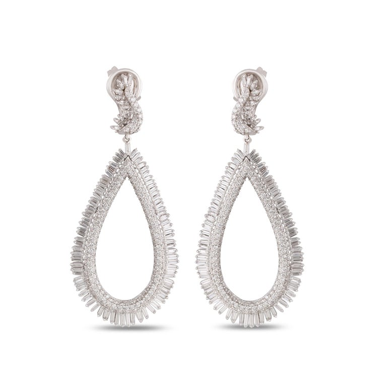 Contemporary Studio Rêves Diamond and Baguette Studded Dangling Earrings in 18K White Gold For Sale