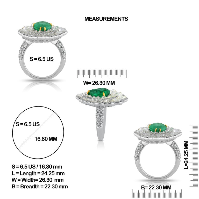 Modern Studio Rêves Diamond and Emerald Cluster Ring in 18 Karat Gold