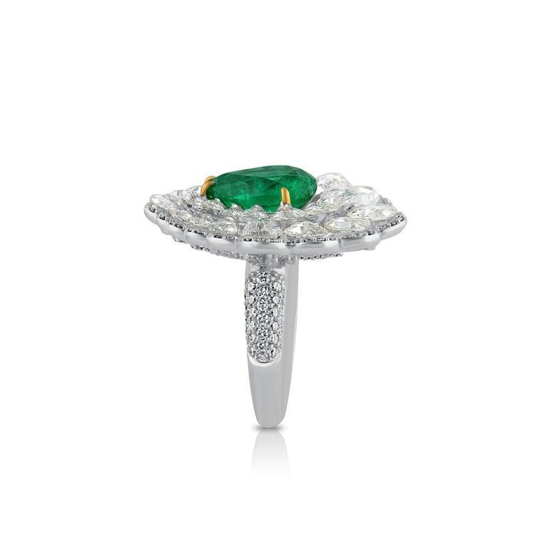 Studio Rêves Diamond and Emerald Cluster Ring in 18 Karat Gold 1