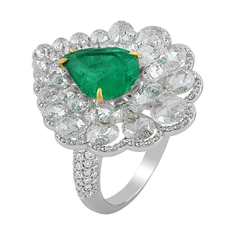 Studio Rêves Diamond and Emerald Cluster Ring in 18 Karat Gold For Sale