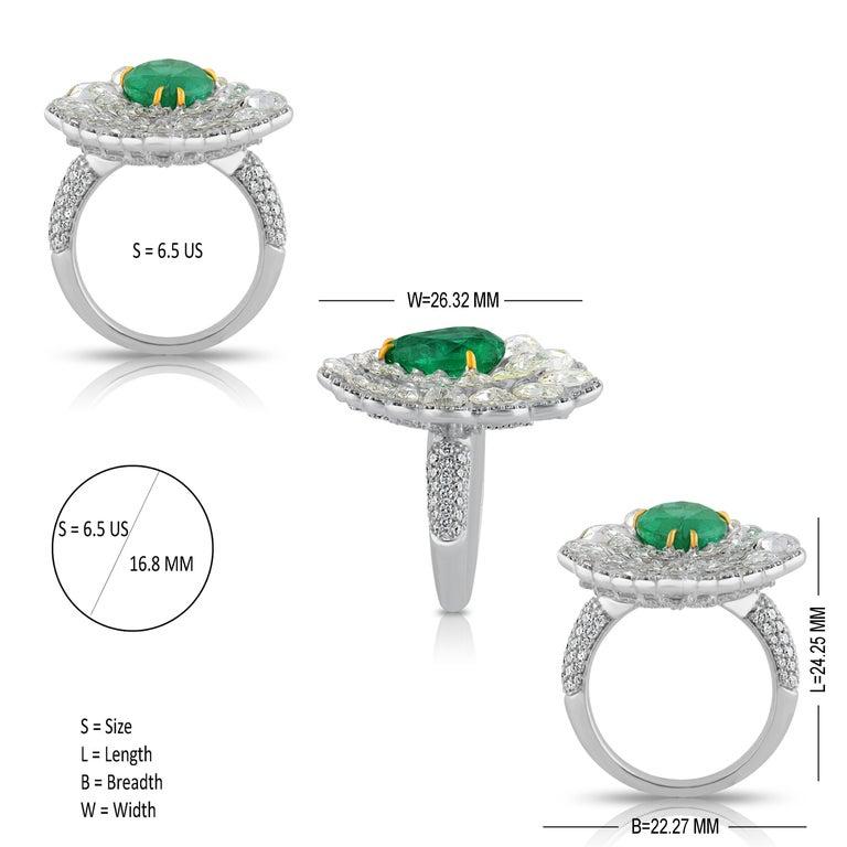 Women's Studio Rêves Diamond and Emerald Cluster Ring in 18 Karat Gold For Sale