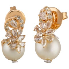 Studio Rêves Diamond and Pearl Stud Earrings in 18 Karat Gold