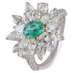 Studio Rêves Diamond Cluster Ring with Emerald in 18 Karat White Gold