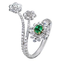 Studio Rêves Diamonds and Emerald Cluster Ring in 18 Karat Gold